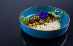 Κλείστε επάνω τη φωτογραφία τροφίμων του hummus στοκ φωτογραφίες με δικαίωμα ελεύθερης χρήσης