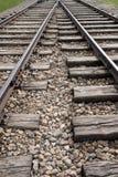 Κλείστε επάνω τη φωτογραφία των διαδρομών τραίνων στο στρατόπεδο συγκέντρωσης Auschwitz Birkenau Στοκ φωτογραφία με δικαίωμα ελεύθερης χρήσης