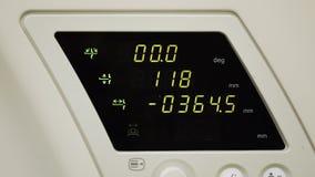 Κλείστε επάνω τη PET ή τον ανιχνευτή CT στην εργασία Επίδειξη με τους αριθμούς και τις τιμές Κλείστε επάνω τη μηχανή που διαβάζον απόθεμα βίντεο