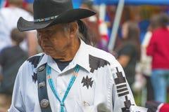 Κλείστε επάνω του αμερικανού ιθαγενούς που φορά ένα καπέλο κάουμποϋ στοκ εικόνες με δικαίωμα ελεύθερης χρήσης