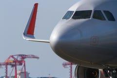 Κλείστε επάνω του εμπορικού αεριωθούμενου μετώπου επιβατηγών αεροσκαφών Στοκ Εικόνα