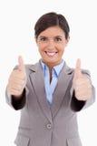 Κλείστε επάνω του θηλυκού επιχειρηματία που δίνει τους αντίχειρες επάνω Στοκ Εικόνες