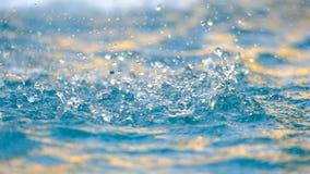 Κλείστε επάνω του παφλασμού του νερού, επιφάνεια νερού απόθεμα βίντεο