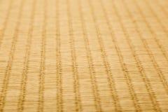 Κλείστε επάνω του tatami, ιαπωνικό παραδοσιακό δωμάτιο ματ, στη χαμηλή γωνία Στοκ Εικόνες