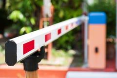 Κλείστε επάνω το αυτόματο σύστημα πυλών εμποδίων για την ασφάλεια στοκ φωτογραφία