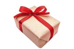 Κλείστε επάνω το καφετί κιβώτιο δώρων αντικειμένων στοκ εικόνες