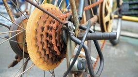 Κλείστε επάνω το μέρος ποδηλάτων με το παλαιό εργαλείο κασετών είναι σκουριασμένος Το εργαλείο ποδηλάτων είναι σκουριασμένο στοκ φωτογραφίες