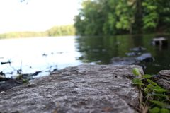 Κλείστε επάνω το μικροϋπολογιστή λιμνών βράχου στοκ εικόνα με δικαίωμα ελεύθερης χρήσης