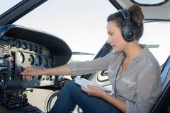 Κλείστε επάνω το νέο ελικόπτερο γυναικών πορτρέτου πειραματικό Στοκ φωτογραφία με δικαίωμα ελεύθερης χρήσης