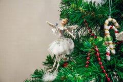 Κλείστε επάνω το παιχνίδι Χριστουγέννων του χορευτή μπαλέτου στο δέντρο Στοκ εικόνες με δικαίωμα ελεύθερης χρήσης