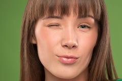 Κλείστε επάνω το πορτρέτο ενός αρκετά νέου κλεισίματος του ματιού γυναικών στοκ εικόνες με δικαίωμα ελεύθερης χρήσης