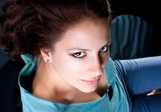 Κλείστε επάνω το πορτρέτο της όμορφης γυναίκας Στοκ Εικόνες