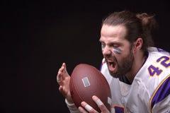 Κλείστε επάνω το πορτρέτο του επιθετικού φορέα αμερικανικού ποδοσφαίρου στοκ φωτογραφία με δικαίωμα ελεύθερης χρήσης