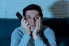 Κλείστε επάνω το πορτρέτο του τρυπημένου άϋπνου νεαρού άνδρα στον καν στοκ φωτογραφίες με δικαίωμα ελεύθερης χρήσης