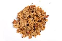 Κλείστε επάνω το σωρό Granola που απομονώνεται στο άσπρο υπόβαθρο Στοκ φωτογραφία με δικαίωμα ελεύθερης χρήσης