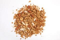 Κλείστε επάνω το σωρό Granola που απομονώνεται στο άσπρο υπόβαθρο Στοκ εικόνα με δικαίωμα ελεύθερης χρήσης