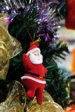 Κλείστε επάνω των διακοσμήσεων Χριστούγεννο-δέντρων στοκ εικόνες