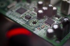 Κλείστε επάνω των ηλεκτρονικών συστατικών στον πίνακα PC στοκ εικόνες