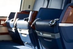 Κλείστε επάνω των καθισμάτων στην κενή καμπίνα ελικοπτέρων Στοκ Εικόνα