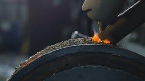 Κλείστε επάνω των ρομπότ συγκόλλησης εφαρμόζει την προστασία συγκόλλησης επικαλύψεων σε δίσκους σωλήνων Αυτόματη συγκόλληση του σ φιλμ μικρού μήκους