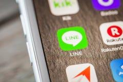 Κλείστε μέχρι τη γραμμή app στο iPhone 7 την οθόνη Στοκ φωτογραφία με δικαίωμα ελεύθερης χρήσης