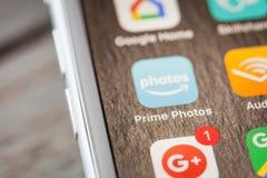 Κλείστε μέχρι τις πρωταρχικές φωτογραφίες app στο iPhone 7 την οθόνη Στοκ Φωτογραφίες