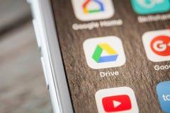 Κλείστε μέχρι το Drive app Google στο iPhone 7 την οθόνη Στοκ Εικόνες