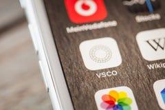 Κλείστε μέχρι VCSO app στο iPhone 7 την οθόνη Στοκ εικόνες με δικαίωμα ελεύθερης χρήσης