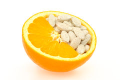 κλείστε τα απομονωμένα πορτοκαλιά χάπια επάνω Στοκ φωτογραφία με δικαίωμα ελεύθερης χρήσης