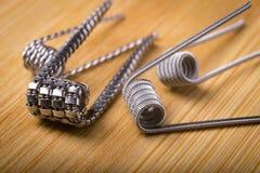 Κλείστε τις επάνω στριμμένες σπείρες για το ε cig ή το ηλεκτρονικό τσιγάρο για το vap Στοκ Εικόνα