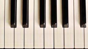 Κλειδί πιάνων με το λεπτό bokeh σε ένα υπόβαθρο Στοκ Εικόνες
