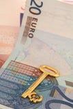 κλειδί 2 για τον πλούτο Στοκ φωτογραφία με δικαίωμα ελεύθερης χρήσης