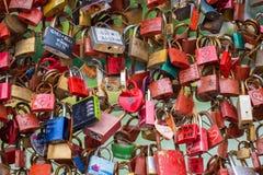Κλειδαριές στις γέφυρες στοκ φωτογραφίες