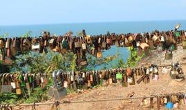 Κλειδαριές στο καλώδιο στοκ εικόνες με δικαίωμα ελεύθερης χρήσης