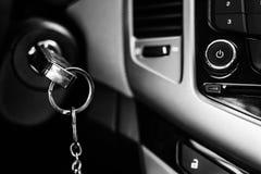 Κλειδιά αυτοκινήτων στην ανάφλεξη στοκ φωτογραφίες με δικαίωμα ελεύθερης χρήσης
