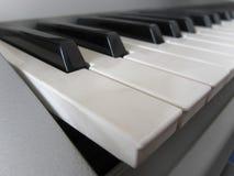 Κλειδιά πληκτρολογίων πιάνων Μουσικό υπόβαθρο οργάνων Στοκ φωτογραφίες με δικαίωμα ελεύθερης χρήσης