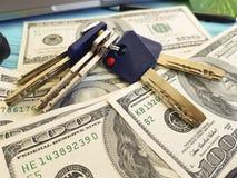 Κλειδιά lap-top χρημάτων, υπολογιστής γραφείου οικονομικός, επιτυχία στοκ φωτογραφία με δικαίωμα ελεύθερης χρήσης