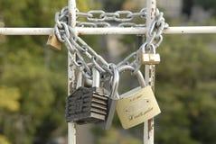 κλειδώματα αλυσίδων Στοκ εικόνα με δικαίωμα ελεύθερης χρήσης
