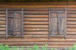 κλειστά παλαιά Windows Στοκ φωτογραφία με δικαίωμα ελεύθερης χρήσης