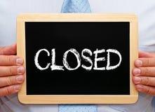 Κλειστός - επιχειρηματίας με τον πίνακα κιμωλίας στοκ εικόνα