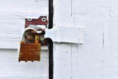 Κλειστό και κλειδωμένο λουκέτο κοντά επάνω Στοκ φωτογραφία με δικαίωμα ελεύθερης χρήσης