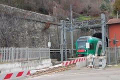 Κλειστό πέρασμα σιδηροδρόμων και τραίνο στη σήραγγα Riola, Μπολόνια, Αιμιλία-Ρωμανία, Ιταλία Στοκ Εικόνα