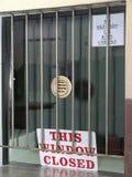 κλειστό παράθυρο σημαδιώ& Στοκ φωτογραφία με δικαίωμα ελεύθερης χρήσης