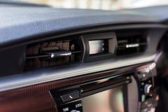 Κλιματισμός αυτοκινήτων η ροή αέρα μέσα στο αυτοκίνητο Το εσωτερικό λεπτομέρειας του αυτοκινήτου, κλείνει επάνω στοκ εικόνες