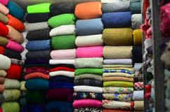 Κλωστοϋφαντουργικά προϊόντα σε μια αγορά στην Ασία Στοκ φωτογραφίες με δικαίωμα ελεύθερης χρήσης