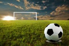 κλωτσήστε το ποδόσφαιρο ποινικής ρήτρας Στοκ Φωτογραφίες