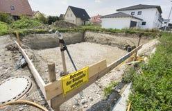 Κοίλωμα οικοδόμησης και χώρος εργασίας για το ίδρυμα Στοκ εικόνα με δικαίωμα ελεύθερης χρήσης