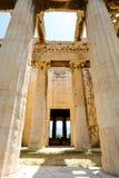 Κοίταγμα επάνω στην άποψη των διάσημων στυλοβατών ναών στην Ελλάδα Στοκ φωτογραφία με δικαίωμα ελεύθερης χρήσης