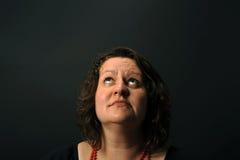 κοίταγμα επάνω στη γυναίκ&al Στοκ φωτογραφία με δικαίωμα ελεύθερης χρήσης