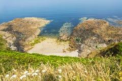 Κοίταγμα κάτω από τον απότομο βράχο Στοκ εικόνα με δικαίωμα ελεύθερης χρήσης
